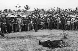 Hầu hết các người có ruộng đất đưa ra xử đều bị đánh đến chết. Ảnh tư liệu