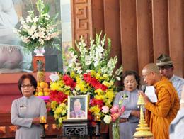 Lễ tưởng niệm Phật tử Lê thị Tuyết Mai, người đã tự thiêu vì tổ quốc và đạo pháp vào sáng sớm ngày 23 tháng 5 trước Dinh Độc Lập. RFA
