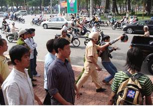 Biểu tình chống Trung Quốc blogger Điều Cày bị bắt ngày 19 tháng Tư năm 2008 cho  tới bây giờ vẫn bặt vô âm tín. Source  NguyenTienTrung