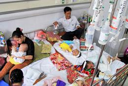 Tại Bệnh viện Nhi Trung ương, bệnh nhi mắc sởi cao kỷ lục (xahoi.com.vn)