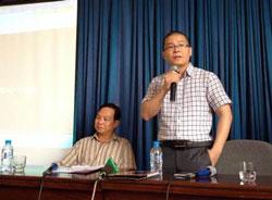 """TS Phạm Gia Minh (trái) và Tiến sĩ Giáp Văn Dương tại Buổi hội thảo """"Thoát Trung"""" hôm thứ năm ngày 5 tháng 6 ở Hà Nội. Courtesy Nguyễn Xuân Diện Blog."""