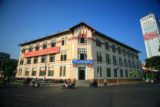 Tòa nhà cổ hơn trăm tuổi-Sở Hỏa xa Sài Gòn.