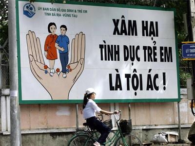 Pano tuyên truyền bảo vệ trẻ em.