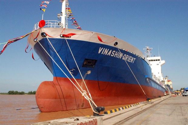 Tập đoàn công nghiệp tàu thủy Việt Nam Vinashin sụp đổ năm 2010 với sự thất thoát 84.000 tỷ (4 tỷ USD theo thời giá)