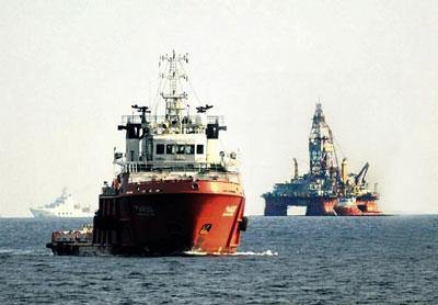 Giàn khoan Hải Dương - 981 của Trung Quốc trong vùng đặc quyền kinh tế của Việt nam hồi tháng 7, 2014.