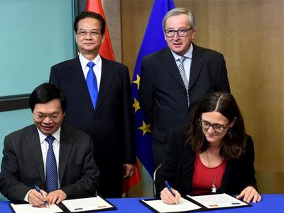 EVFTA được Bộ trưởng Công Thương Vũ Huy Hoàng và Cao ủy Thương mại EU - bà Cecilia Malmstrom ký kết tại Ủy ban châu Âu, Brussels vào ngày 2/12/2015.