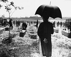 Khai quật xác người bị CS tàn sát- Wiki-Commons photo