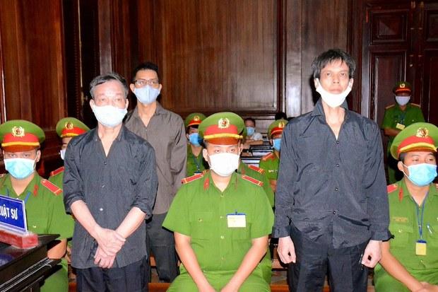 Hình minh hoạ. Các nhà báo thuộc hội Nhà báo Độc lập Việt Nam tại toà án TPHCM hôm 5/1/2021. Các nhà báo (từ trái qua) Nguyễn Tường Thuỵ, Lê Hữu Minh Tuấn, và Phạm Chí Dũng bị cáo buộc tội tuyên truyền chống Nhà nước