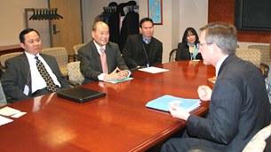 BS Nguyễn Quốc Quân trong lần gặp gỡ Phụ tá Thứ trưởng Ngoại giao đặc trách Á Châu Thái Bình Dương Scott Marciel trước đây. (Ảnh minh họa)