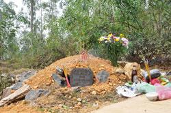 Mộ nhà thơ Hữu Loan