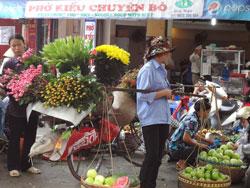 Một chợ nhỏ ở Hà Nội hôm 28/04/2013. RFA PHOTO.