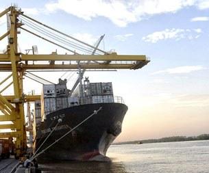 Tàu hàng lớn chuyển chở đường dài cặp cảng Hải Phòng tháng 5, 2013