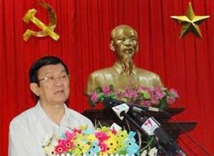 Chủ tịch nước Trương Tấn Sang tiếp xúc cử tri với cử tri quận 4