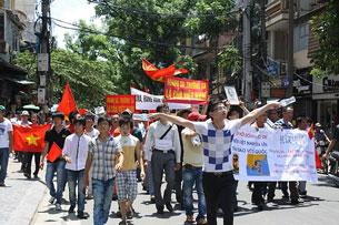 Hình ảnh biểu tình chống Trung Quốc ngày 05/06 tại Hà Nội. Source damlambao.com