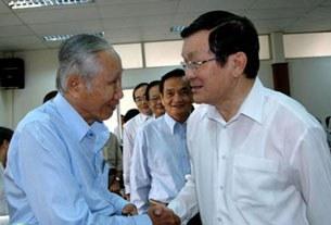 Chủ tịch nước Trương Tấn Sang tiếp xúc cử tri quận 1