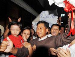 Nhà dân chủ đối lập nổi tiếng Kyaw Min Yu cũng được chính phủ Miến trả tự do. AFP