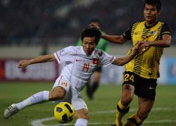 Đội tuyển bóng đá Việt Nam trong trận gặp Malaysia ở AFF Suzuki Cup 2010 hôm 18-12-2010 tại Hà Nội. AFP photo.