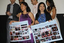 Cô Eileen Trương (trái) và cô Ysa Lê (phải), hai đồng giám đốc của ViFF 2011 trong đêm bế mạc đại hội. Hình: Ngọc Lan