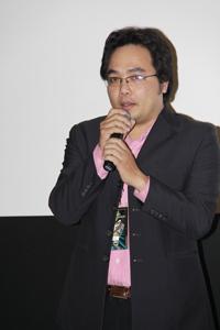 """ĐD Phan Đăng Di trả lời phỏng vấn của khán giả về phim """"Bi, Đừng Sợ!"""" tại ViFF 2011. Hình: Ngọc Lan"""