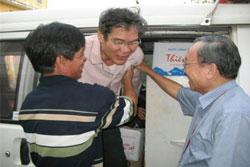 LM Nguyễn Văn Lý được tạm tha một năm để chữa bệnh. Ảnh chụp tại Tổng Giáo Phận Huế tháng 3/2010. RFA file Photo.