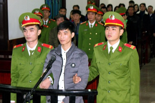 Nhà hoạt động Nguyễn Văn Hóa tại tòa án Hà Tĩnh hôm 27/11/2017.