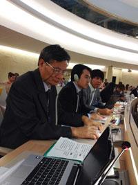 Tiến sĩ Nguyễn Quang A (ngoài cùng bên trái) tại cuộc kiểm điểm định kỳ chiều 20/6 tại Geneva. Courtesy of vietnamupr.com