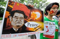 Sinh viên Việt Nam tại Nhật cũng xuống đường biểu tình chống Trung Quốc hôm 25/6/2011. AFP photo