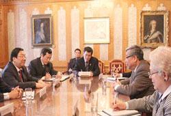 Thượng Nghị sĩ Canada gốc Việt Ngô Thanh Hải và Thứ trưởng ngoại giao VN Nguyễn Thanh Sơn gặp gỡ tại Canada hôm 12 tháng 3 năm 2014. Courtesy Thế Giới Mới.