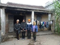 Vợ con anh Vươn, Quý đang tá túc tại nhà anh Đoàn Văn Thoại. Photo courtesy of phapluat