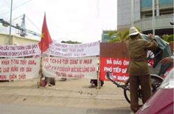 Dân Tiền Giang biểu tình đòi đất