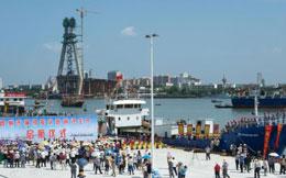 Một đội tàu cá hơn 30 chiếc của Trung Quốc làm lễ xuất phát tại Hải Nam trước khi di chuyển xuống khu vực đảo Trường Sa đánh bắt hải sản