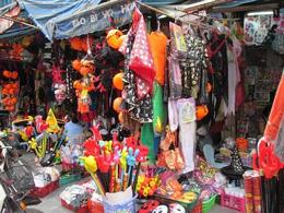 Ở Việt Nam mọi hàng hóa phục vụ tiêu dùng, giải trí... đều ngập tràn thương hiệu của Trung Quốc (baodatviet)