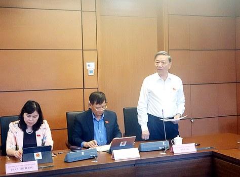Bộ trưởng Bộ Công an Tô Lâm trong phiên họp 11/11/2020.
