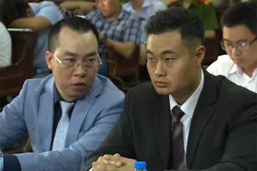 Ông Jerrry Lim (bên phải) - Giám đốc Grab Việt Nam trong phiên tòa với Vinasun vào ngày 24/10/2018.