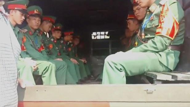 Vào ngày 25/11, người dân Đồng Tâm cho biết họ lại bị chính quyền đe dọa, uy hiếp tinh thần khi cho xe chở lực lượng kiểm soát quân sự đến địa phương.