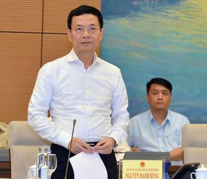 Bộ trưởng Thông tin và Truyền thông Nguyễn Mạnh Hùng tại Phiên chất vấn và trả lời chất vấn của Ủy ban Thường vụ Quốc hội sáng 15/8/2019 tại Hà Nội.