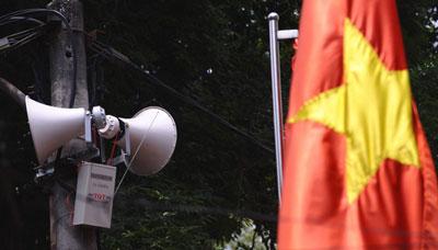 Loa tuyên truyền được treo trên nhiều cột điện ở Hà Nội . ngày 19 tháng 5 năm 2011
