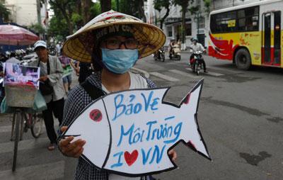 Những người phản đối biểu tình chống lại tập đoàn Formosa Đài Loan ở trung tâm thành phố Hà Nội vào ngày 1 tháng 5 năm 2016.