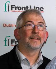 Ông Jim Loughran, giám đốc Phòng Báo Chí và Liên Lạc của Front Line Defenders