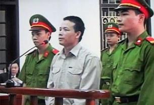 Anh Đoàn Văn Vươn tại phiên xử ở Tòa án Hải Phòng hôm 2 tháng 4 năm 2013.