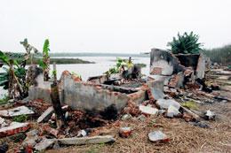 Căn nhà của gia đình ông Đoàn Văn Vươn bị phá sau vụ cưỡng chế hôm 05/1/2012 đã trở thành đống gạch vụn