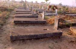 Nghĩa trang quân đội Biên Hòa, nơi an nghỉ của các chiến sĩ VNCH rêu phong không ai chăm sóc. Photo courtesy of phanchautrinhdanang.com