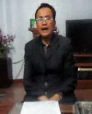 Ông Nguyễn Thành Thiện, trình bày trên mạng Youtube về vấn đề đất nhà ông cách xa đường Hồ Chí Minh đến chừng 30 mét mà vẫn bị cưỡng chế thu hồi. RFA screen cap.
