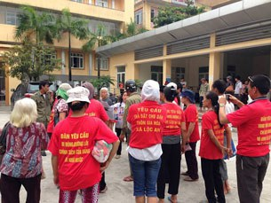 Dân oan Nam Định vẫn tiếp tục kéo đến văn phòng tiếp dân trung ương đảng và Nhà nước ở số 1 Ngô Thì Nhậm, quận Hà Đông, thủ đô Hà Nội