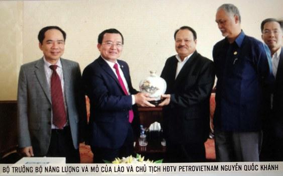 Cuộc gặp gỡ giữa Chủ tịch PetroVietnam Nguyễn Quốc Khánh và Bộ trưởng Bộ Năng lượng và Mỏ của Lào  ngày 13/6/2016. Khuôn mặt trí tuệ không phải là Bộ trưởng Bộ Năng lượng và Mỏ của Lào, lại càng không phải Chủ tịch PetroVietnam Nguyễn Quốc Khánh, mà là Viraphonh Viravong người đứng thứ hai từ phải; so với các đối tác Việt Nam thì Viravong là một người khổng lồ và cũng là đứa con trí tuệ kiên định về thủy điện của quốc gia Lào. (1)