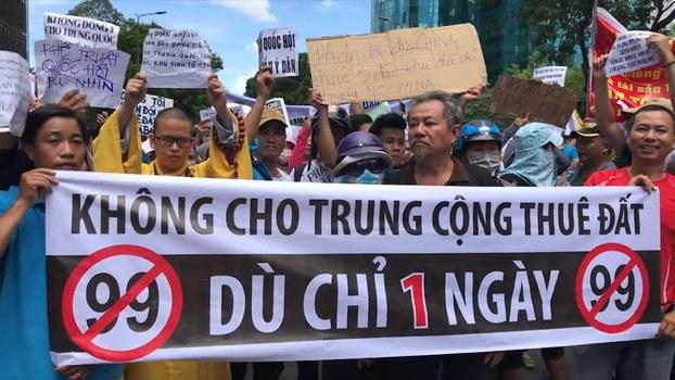 Người dân tại Sài Gòn tham gia biểu tình phản đối dự luật đặc khu. Ảnh chụp ngày 10/6/2018.