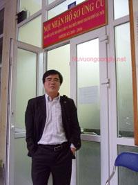 Luật sư Lê Quốc Quân từng nộp đơn tự ứng cử ĐBQH. Photo courtesy of nuvuongcongly