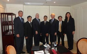 us-senators-met-vn-dissidents-2012-305.jpg
