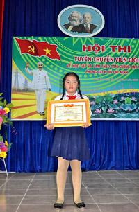 """Học tập theo gương Hồ Chí Minh từ bé. Hội thi""""Tuyên truyền viên giỏi"""" về học tập và làm theo tấm gương đạo đức phong cách của Chủ tịch Hồ Chí Minh (Courtesy damdoidtt.vn)"""