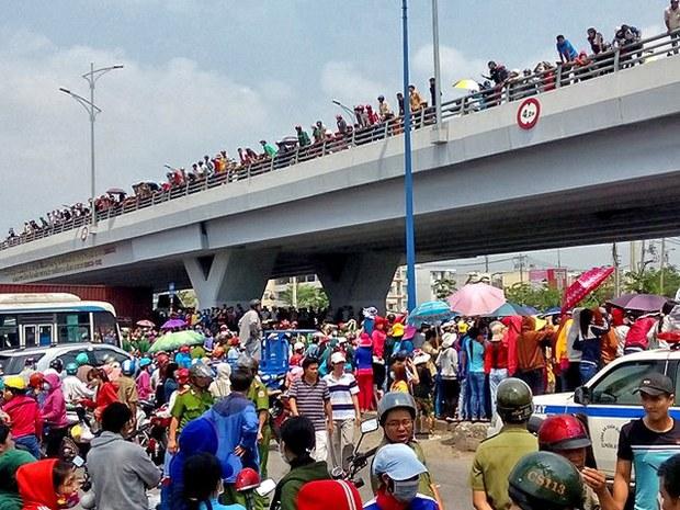 Sáng 31/3/2015, hàng chục ngàn công nhân tiếp tục ngừng việc sang ngày thứ 6, tổ chức tuần hành tại công ty Pouyuen sau đó kéo ra quốc lộ 1A. Công ty Pouyen nằm ở quận Bình Tân, thành phố Hồ Chí Minh có khoảng 80 ngàn công nhân.